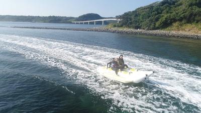 ホテル西長門リゾート / ホテルのプライべートビーチではバナナボートが人気。アクティブな夏を過ごそう