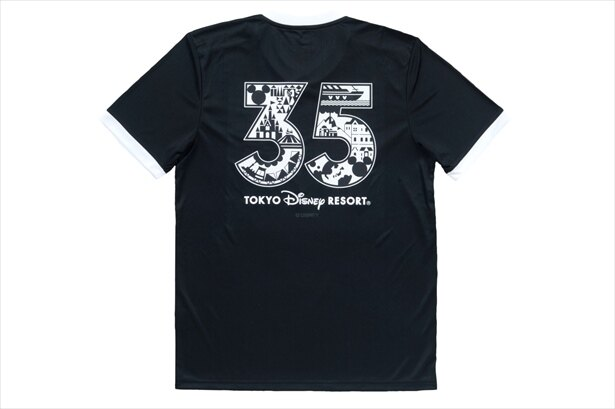 """背面には""""35""""周年を意識したデザインが"""
