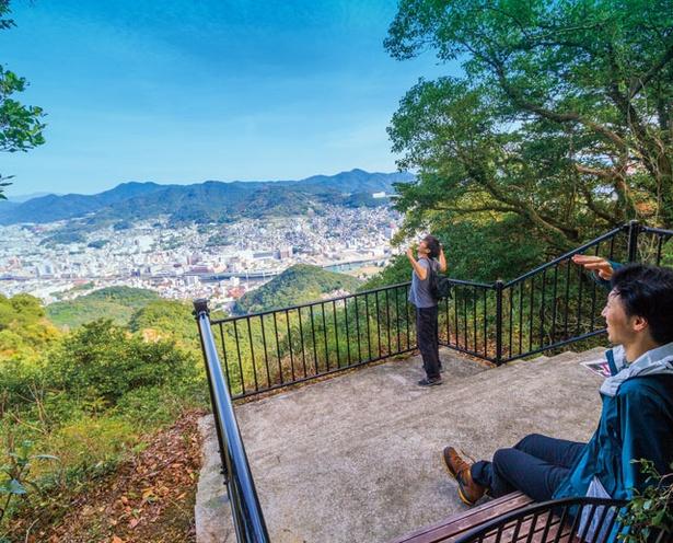 稲佐山 /「岩隠れ展望台」で長崎市街の眺望を見ながらひと休み