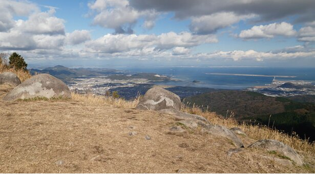 貫山 / 日本有数のカルスト台地を見下ろす大パノラマ