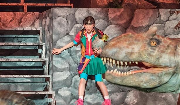 大迫力のライブショー「世界一受けたい授業 THE LIVE 恐竜に会える夏!」に主演する芦田愛菜