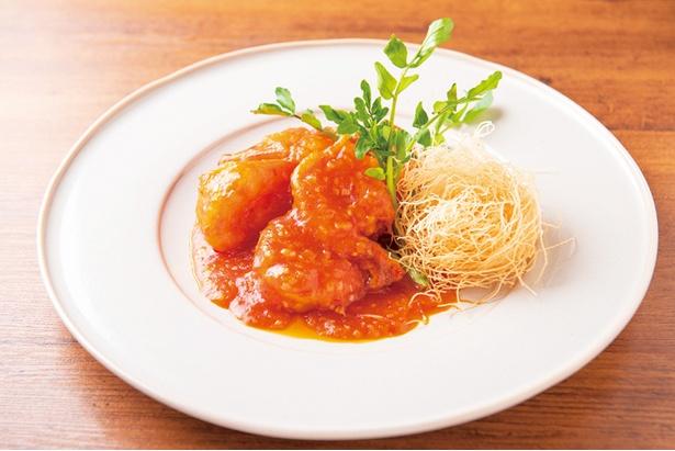 「大エビのチリソース」(1,706円)は完熟トマトで作ったチリソースが絶妙で、あと味もすっきり