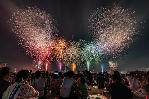 東京の夏花火は今年も「足立の花火」から始まる (写真は2017年のもの)