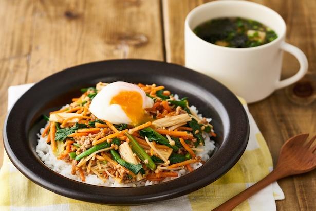そぼろと野菜のビビンバ と小ねぎとのり、豆腐の韓国風スープ