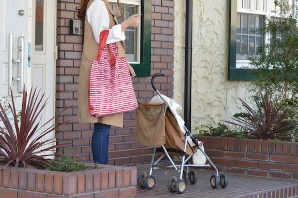 【写真】レジ袋2〜3枚分の荷物がすっぽり。「ロゴマークレッド」