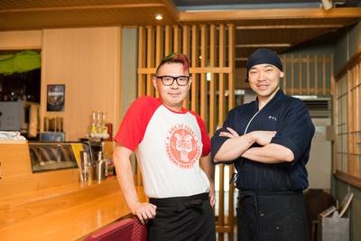 田中慈也さん(左)と、職人歴30年の堀江千広さん(右)。田中さんの実家は近くにあった中華料理店で、IT企業やビール会社での勤務、フードイベンター等の経歴を持つ