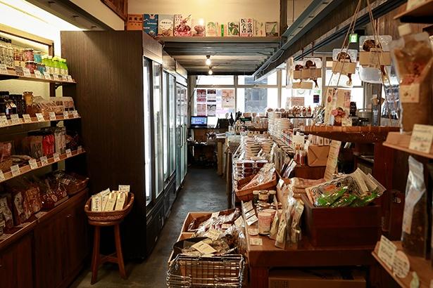 併設のショップでは寝かせ玄米のご飯パック(286円~)を販売し、自宅でできる食生活の改善法も提案している。日頃の不摂生が気になる方はぜひチャレンジしてほしい