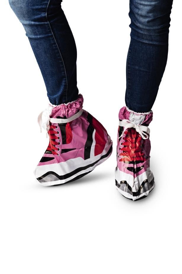 お気に入りの靴を守ってくれる「シューズカバー」