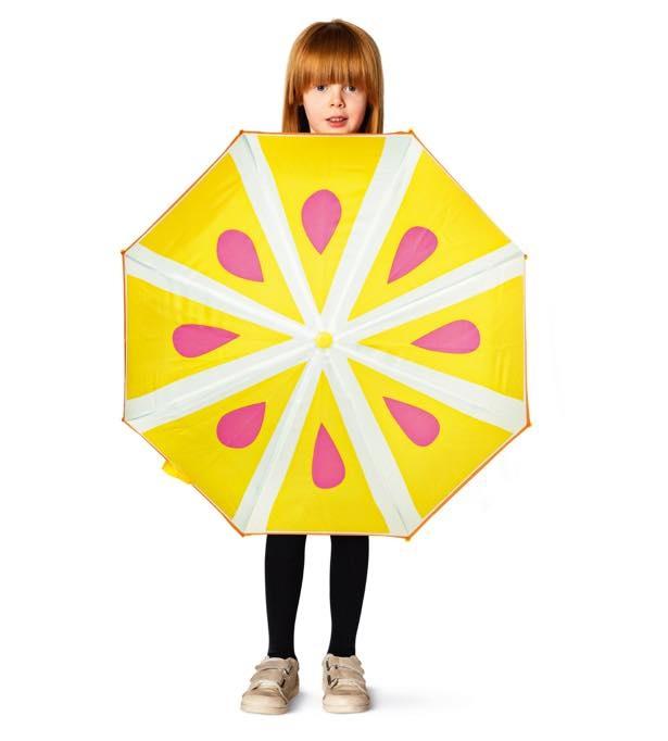 いちおしなはカラフルなフルーツが描かれた傘