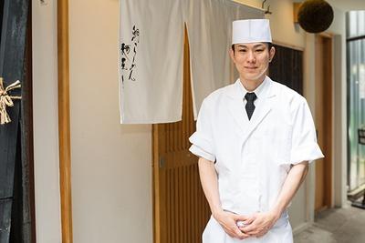 店主の松橋辰矢さん。「ウニはすべて国産。ほとんどが北海道産で「日本橋 ま石」で使っているものと同じです」