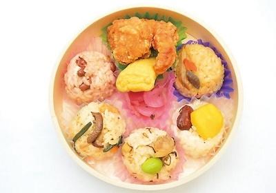 「彩り朝顔おこわ」(500円)/おこわ米八