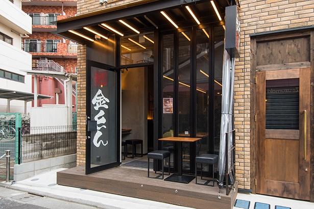 三軒茶屋駅から近いが、やや入り組んだ場所にあるので注意を。夜はお酒が楽しめるラーメンバーとしても利用できる