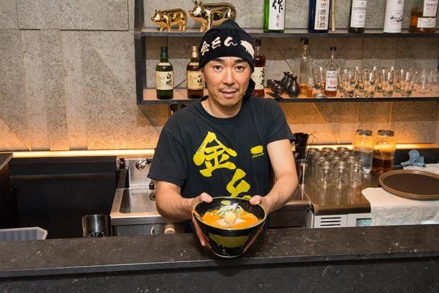 「KINTON RAMEN」のゼネラルマネージャー・浦田信明さん。今もカナダに妻子を残していて、日本へは単身赴任という形で滞在している