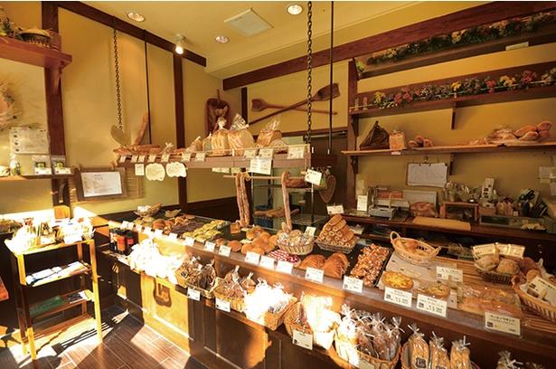 「ブーランジェリーレスト」。天然酵母を使用するパンは、種類によって粉の配合を変える