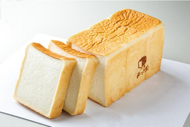 「パン屋 むつか堂」の「角型食パン」(378円)。贅沢な材料を惜しみなく配合し、なめらかな生地はほんのり甘く、コクがある