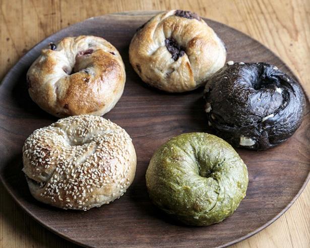 「The ROOTS neighborhood bakery」は火曜日のみ、ベーグルと食パンとフォカッチャの専門店に変身。ベーグルはルヴァン種を使ったもっちり系