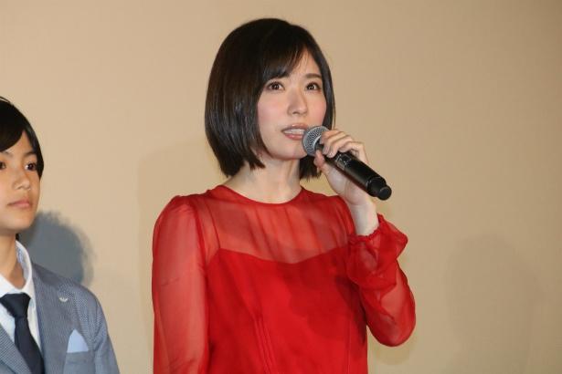 妹・亜紀役の松岡茉優