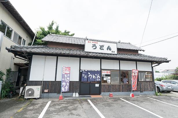九州自動車道須恵スマートICより車で4分。県道68号田富下深交差点近くに店を構える