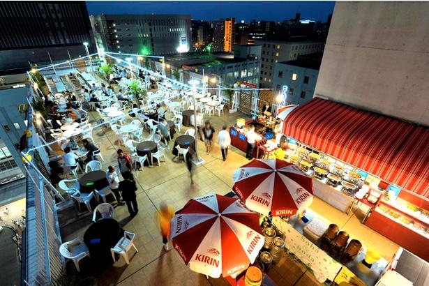 ホテルセントラーザ博多に屋上ビアガーデンがオープン。地上50mの高さで開放感抜群だ