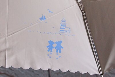 「晴雨兼用傘」(4500円)は、傘の内側にもかわいいイラストが!