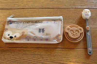 ビニールポーチ、折り畳み式の歯磨きコップ、歯ブラシがセットになった「歯ブラシコップ付」(1500円)