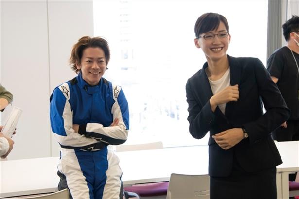綾瀬はるか&佐藤健は現場で休憩中に談笑 「義母と娘のブルース」