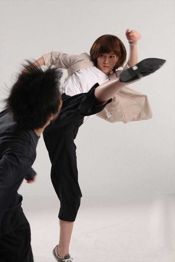 アクション初挑戦とは思えない!見事な蹴り技を披露した本田翼
