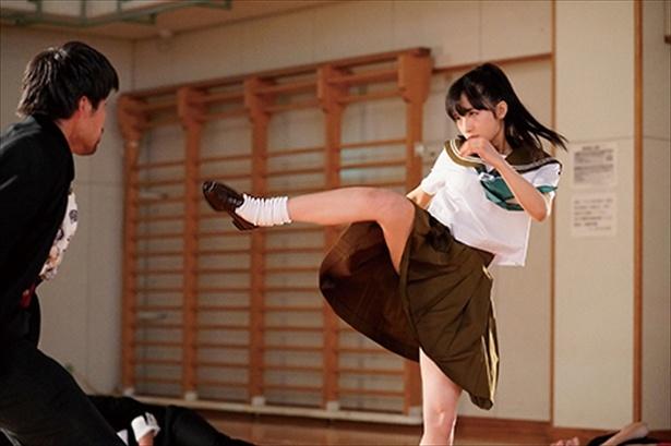 AKB48・小栗有以がセーラー服で華麗なキックをお見舞い!!