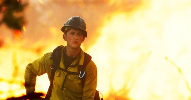 度々報道されるように、アメリカ西海岸から中西部では、夏から秋に多くの森林火災が発生します。本作は、その活動が日本ではあまり知られていない「森林消防隊員」を巡る物語です