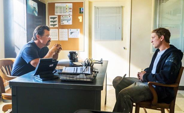 20代の頃にアリゾナ州のボランティア消防隊で3年間活動をしたというジョシュが、隊長・マーシュ役に。新人のマクドナウ(マイルズ・テラー)との師弟関係が物語に深みをもたらします