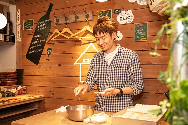 「GYOZA SHACK」の餃子はまず蒸して肉汁を閉じ込めた後に、焦げ目がつくまで焼くことで、中はジューシー、外はカリッ!と仕上がる