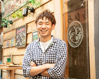 「GYOZA SHACK」店長の大塚武史さんは、スパイス&ハーブマスターでもある。抜群の嗅覚を活かして、スパイスの効いた餃子やドリンクをプロデュースしている