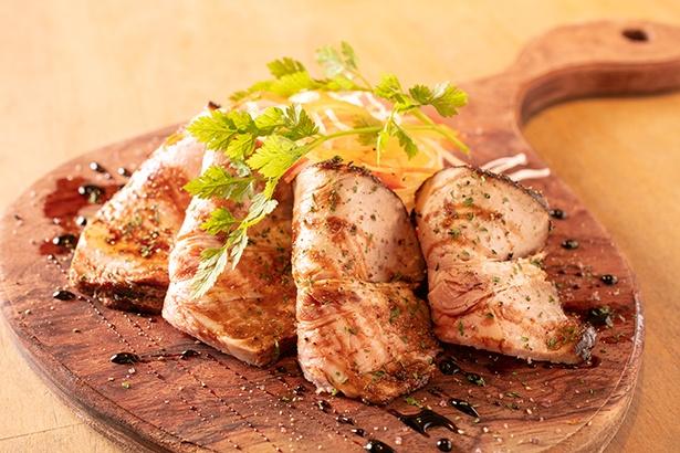 「庄内豚のローストポーク(950円)。庄内豚は山形県を代表する豚で、さっぱりして脂っこくないのに、しっかりと肉の味が感じられる