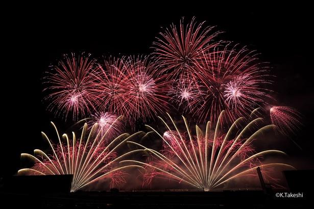 【写真を見る】5月に「京都芸術花火2018」で撮影したワイドスターマイン。Fujifilm X-T2、ISO200、BULB(15秒間)、絞りF4.5、WB3200k