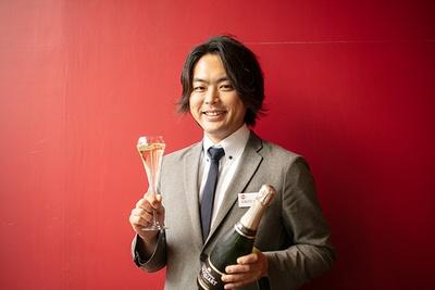 店舗で提供されるフードメニューのレシピを考案することもあるという店長の江崎誠さん