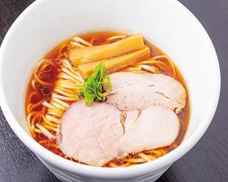 【写真を見る】醬油そば(780円)。優しいスープが体に染み渡る逸品