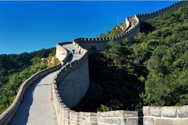 秦の始皇帝の時代、万里の長城では硝石を使って狼煙(のろし)をあげていたとも言われる