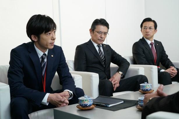 ホープ銀行本店営業本部・井崎一亮(高橋一生)は、グループ会社であるホープ自動車の経営計画に疑問を抱く