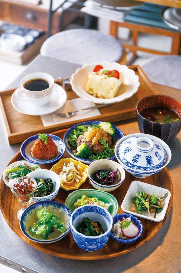 【写真を見る】本日の島定食¥1,600(要予約)