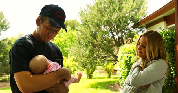 娘の誕生がきっかけとなり、ブレンダンは真っ当な人間として生きようと決心する