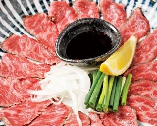 淡路牛 イチボ 炙り ¥1,990 肉本来のジューシーさがそのまま味わえる、旬名物 肉のあぶり。濃厚な味わいは、酒のアテにぴったり。ポン酢と一緒に味わって