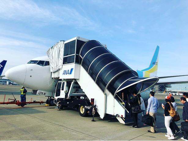 とかち帯広空港行きの飛行機に乗る乗客