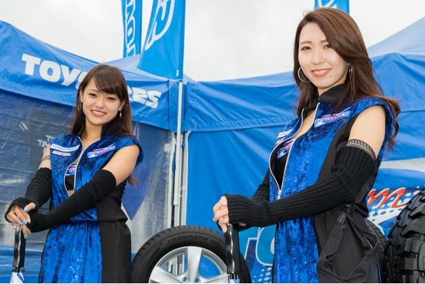 2018 Team TOYO TIRES DRIFT GALSの山崎さとみさん(左)と泉えなさん(右)