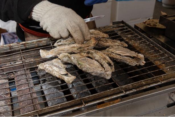 炭火で焼き牡蠣!お値段は4個で1000円