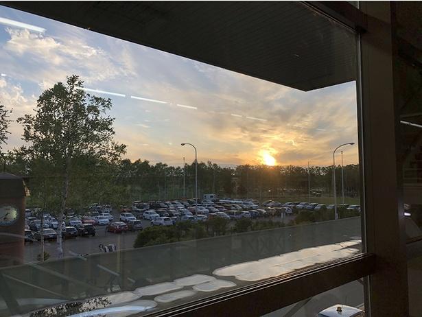とかち帯広空港から見た夕日