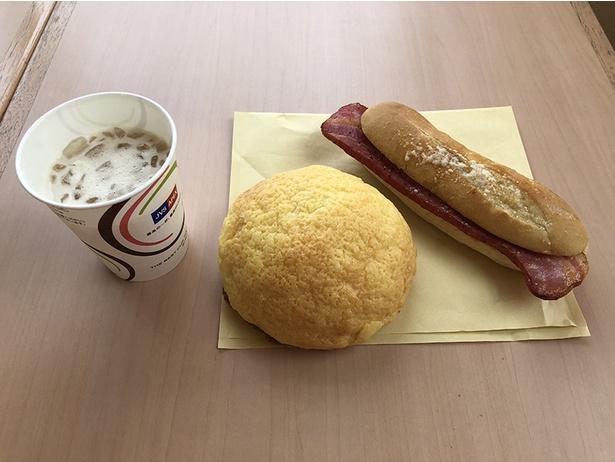 【写真を見る】「ボヌールマスヤ」のパン。メロンパン130円、ホットサンド291円、黒糖ラテ50円