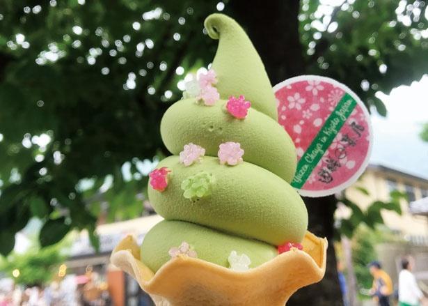 「もくふわ京都 ソフトクリームデラックス抹茶」(500円)/遊膳茶屋