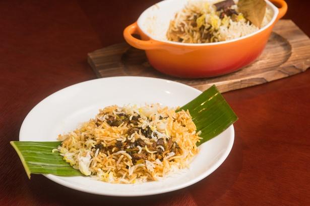 マトンビリヤニ。炊き上がった層によってスパイスの効き方に違いがあるので、まずは混ぜずにそのまま味わうのがポイント。いろいろな味が楽しめる