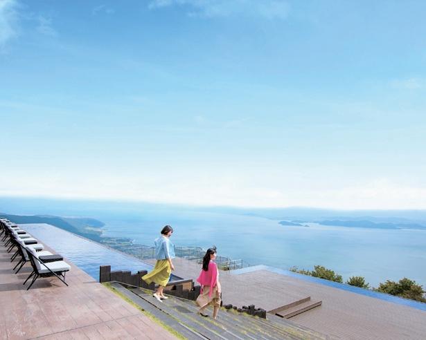 「THE MAIN」、「CAFE360」のどちらにもテラスがあり、風を感じながら琵琶湖をまるっと見渡せる