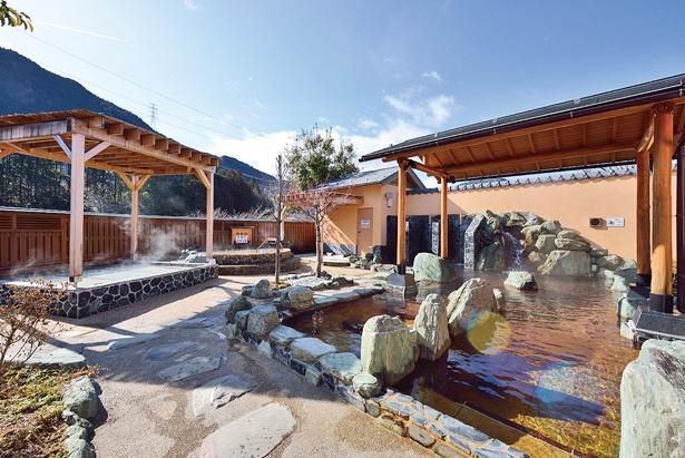 日帰り入浴が楽しめる、「とうえい温泉 花まつりの湯」は滝から歩いてすぐ